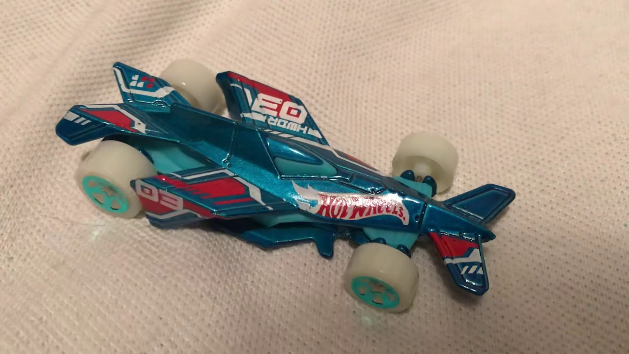 Hot Wheels Bad To The Blade (2019 Mystery Models Series 1 - Glow-In-The-Dark!)