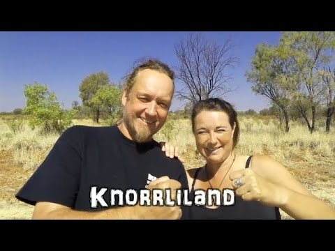 Australien, Outback Australia , Northern Territory - Attila Powerwolf and Mum Cath in Knorrliland