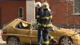 ЧП в Невском. Упавшая с высотки бетонная плита раздавила автомобиль.