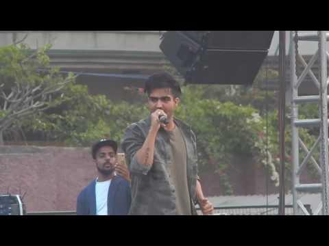 Hardy sandhu live at rajdhani college