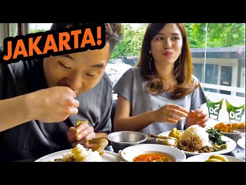 HUGE FOOD CRAWL IN INDONESIA! Padang, Street Food, Obama Nasi Goreng - Asia Tour
