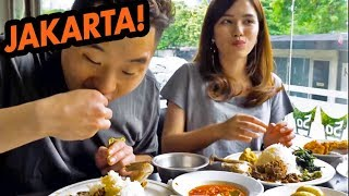 Video HUGE FOOD CRAWL IN INDONESIA! Padang, Street Food, Obama Nasi Goreng - Asia Tour download MP3, 3GP, MP4, WEBM, AVI, FLV Juli 2018