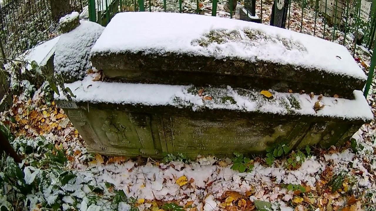 Картинки по запросу Кладбище старше 200 лет