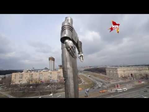 Памятник Юрию Гагарину освежили перед Днем Космонавтики
