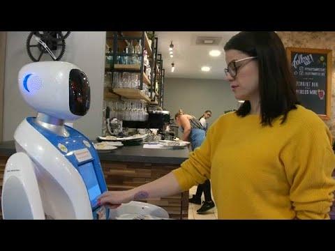 Download Robotok egy budapesti kávézóban