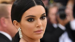 Download Video Kendall Jenner Backlash After Pushing Security At Met Gala 2018 | Hollywoodlife MP3 3GP MP4