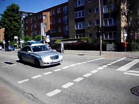 polizei einsatzfahrt mit blaulicht und lauter sirene. Black Bedroom Furniture Sets. Home Design Ideas