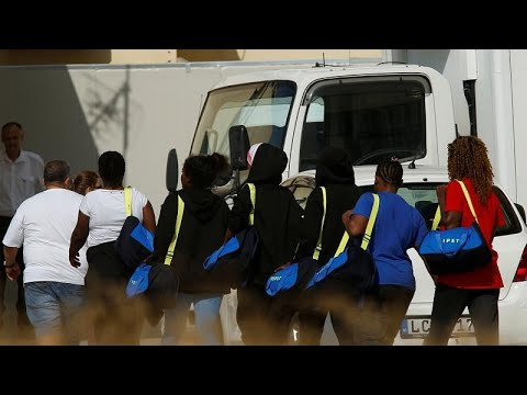 سفينة أكواريوس ترسو أخيرا في مالطا وعلى متنها عشرات المهاجرين…  - 21:22-2018 / 8 / 15