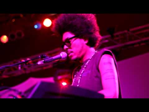 Freaks of the Industry preformed live by Digital Underground 2012