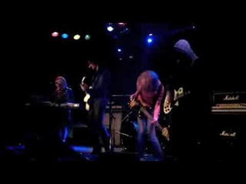 E For Explosion - I Explode (live)