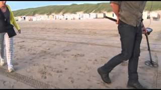 Held vindt ring overleden dochter terug op strand Wijk aan Zee