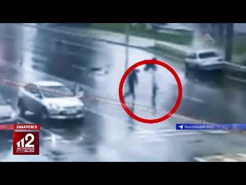 Спасение ребенка выпавшего из машины на дорогу | видео