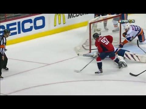 Kuznetsov stays patient to beat Halak in 3rd