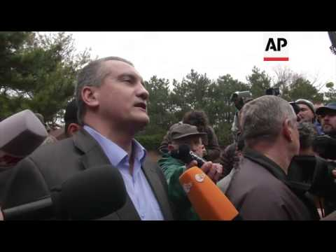 Aksyonov oversees military ceremony creating Crimea defence force