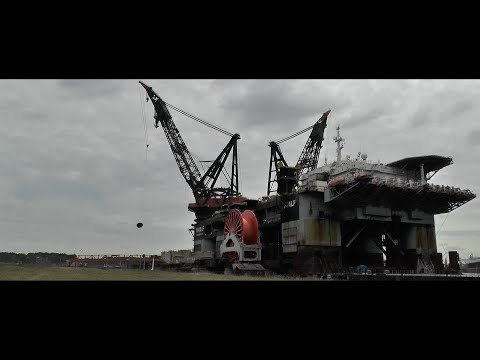 Heerema Thialf - Worlds biggest crane vessel