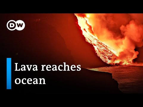 Lava from La Palma volcano reaches Atlantic Ocean, prompting fears of poisonous gas | DW News