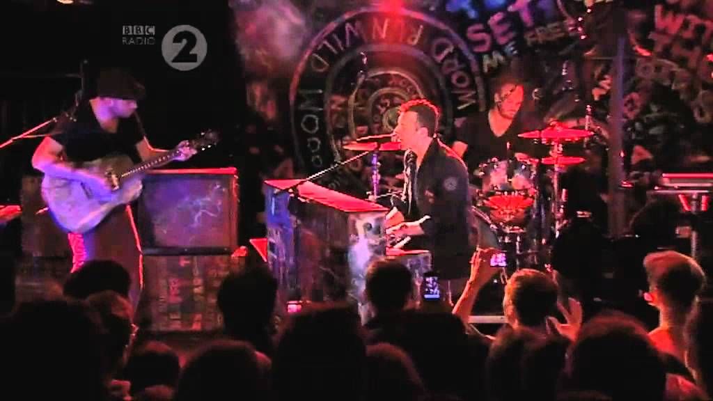 Download Coldplay - Christmas Lights (Radio 2 In Concert)