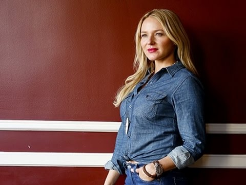 Jewel Opens Up About Family in Memoir, Album