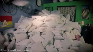 2 Guys 600 Pillows(RhettandLink)