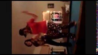 2 girlies dancin
