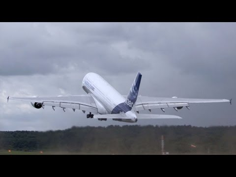 Airbus's A380 Airliner Impresses Crowds at Farnborough Airshow – AINtv Express
