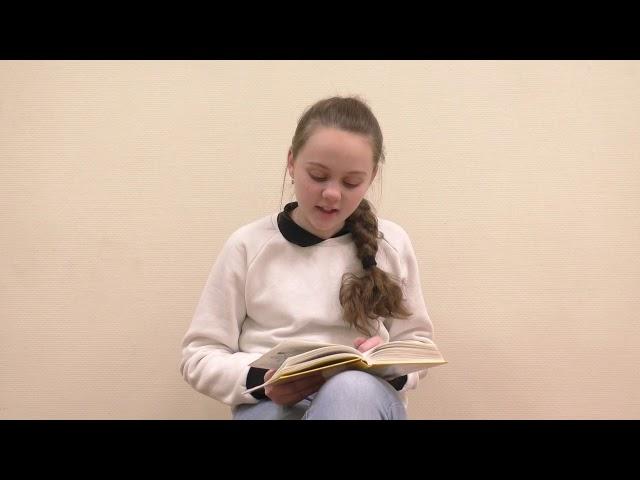 Изображение предпросмотра прочтения – УльянаЧемага читает произведение «Девочка с куклой» В.А.Осеевой