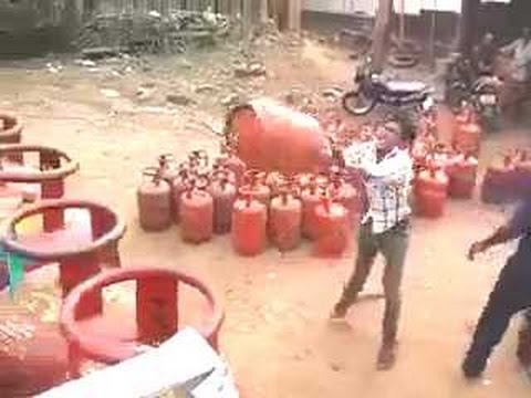 Throw a Gas Cylinder Like a Pro,  Only in India