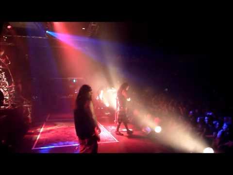 Party like a rockstar. Backstage with Korn.