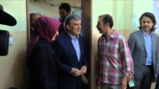 الرئيس التركي السابق وعقيلته يدليان بصوتيهما في الانتخابات التركية