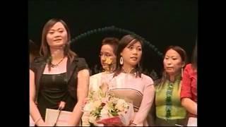 Dan Nguyen trong buổi lễ trao giải thưởng-Tuyển lựa ca sĩ lần 5, 2006