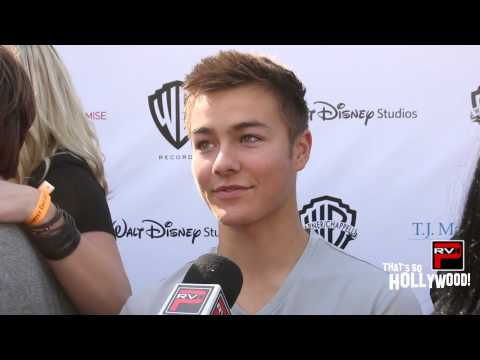 Peyton Meyer of Girl Meets World Describes His Perfect Girl & Reveals Secrets Of The New Season!