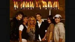 Støttesang - En Verden Til Forskel ( With Lyrics)