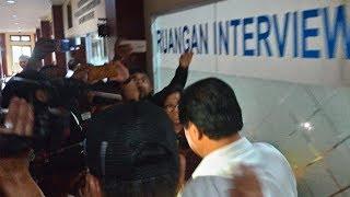 Download Video Breaking News! Mantan Wagub Bali Ketut Sudikerta Ditangkap Polda Bali di Bandara MP3 3GP MP4