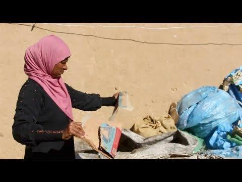 عبلة الطاهر 43 عامًا تعمل لتعول ابنيها التوأم «يوسف وشروق»