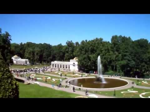 Travel to Russia, St Petersburg, Peterhof, fountains at Petrodvorets, musical