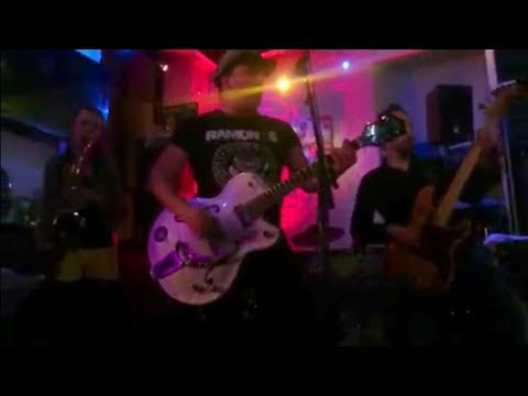 Super Rock Vibes by Hot Young at Invictus' Café in Sarlat