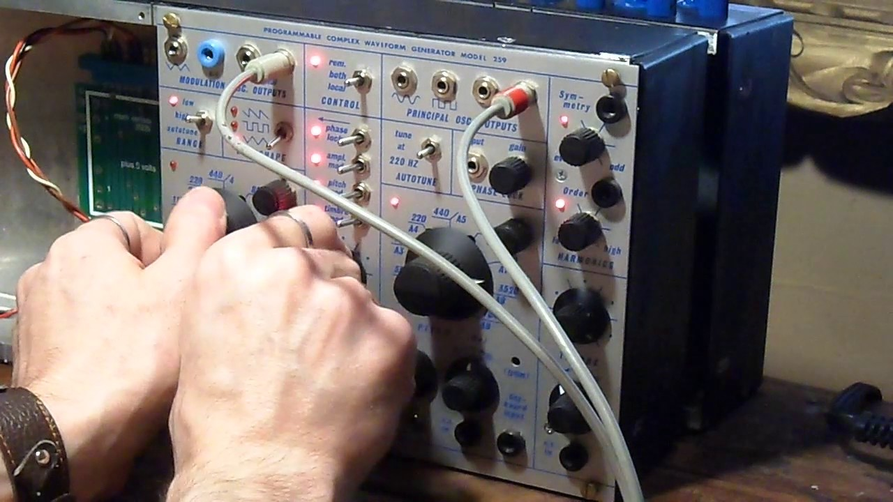 Buchla Programmable complex waveform generator model 259