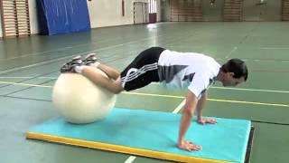 Allongement des jambes sur ballon d'exercice