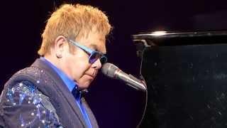 Gambar cover Elton John - Circle of life / Can you feel the love tonight (Concert Live Full HD) Lyon France 2014