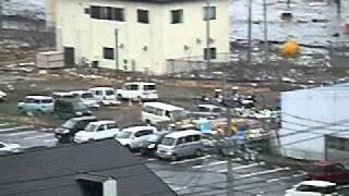 三井アウトレットモール仙台港周辺に押し寄せた津波 thumbnail
