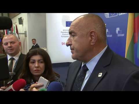 """Бойко Борисов: """"Цяла нощ работихме заедно с Европейската комисия и с румънския президент получихме надлежни писмени потвърждения, че до 1 декември 2017 г. визовият режим с Канада ще отпадне за българските и румънските граждани. България и Канада имат прекрасни географски, исторически, природни чудеса, за туризма това е добре, както и за бизнеса, и за всички граждани. С румънския президент решихме да подкрепим търговското споразумение ЕС-Канада, както всички останали страни в ЕС."""