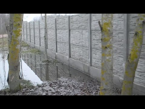 Железобетонный забор, после морозной зимы