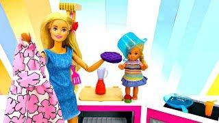 Мультик с куклами Барби убирается дома. Игры для девочек