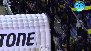 الجماهير توقف مباراة بوكا جونيورز وريفر بليت في كأس ليبرتادوريس بسبب إلقاء موادا سامة على اللاعبين
