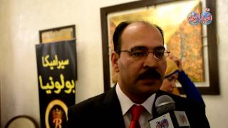 المهندس طارق حمدان  رئيس مهرجان ام الدنيا يهدي درع المهرجان للرئيس عبد الفتاح السيسي