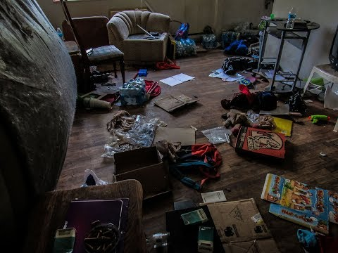Abandoned Apartment Complexes (Belongings Left Behind) Flint