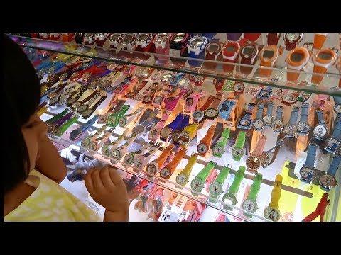 Bé Được Cha Mẹ Dẫn Đi Mua Đồng Hồ Đầu Tiên - NhiBi Channel - Let's Go Shopping