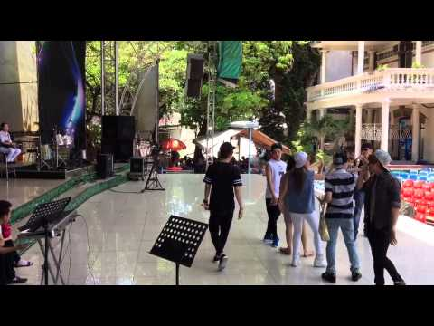 Khởi My, Kelvin Khánh, Huy Nam, Thanh Duy cùng nhau múa lụa