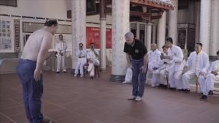 Санчин-Китаэ Уэчи-рю Каратэ-до перед мастерами Юнчунь Байхэ Цюань (Юнчуньский Кулак Белого Журавля)