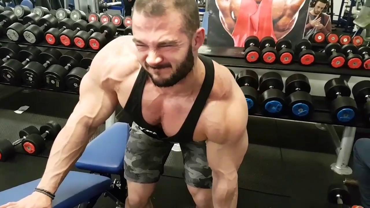 Zachary Krajniak locker room flexing - YouTube